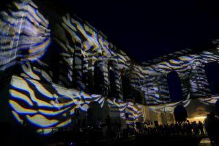 La façade, en habit de lumière