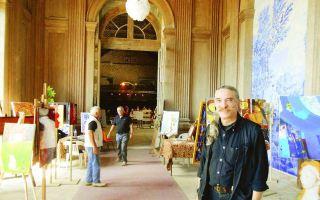 Jean-Marie Cousset (au premier plan) en compagnie de Jean-François Goumard et de Didier Jobit dans la salle des azulejos qui accueille l'exposition de la Grange aux arts.  Sylviane Carin